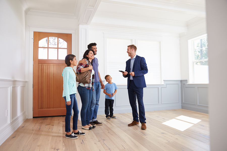 Besichtigung von Haus und Wohnung als Immobilienmakler in Halle